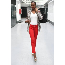 Jeans rojo   DENIM 85,00 € 68,00 € 70,25 € 56,20 € product_reduction_percent